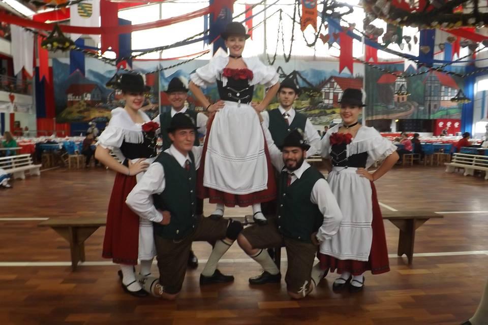 Apresenta��es de dan�as folcl�ricas alem�s