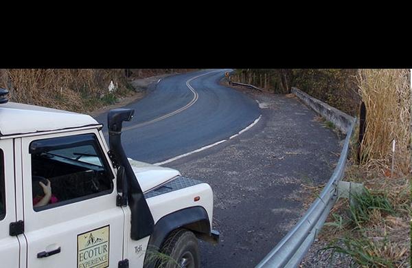 Turismo fora de estrada em veículo 4X4